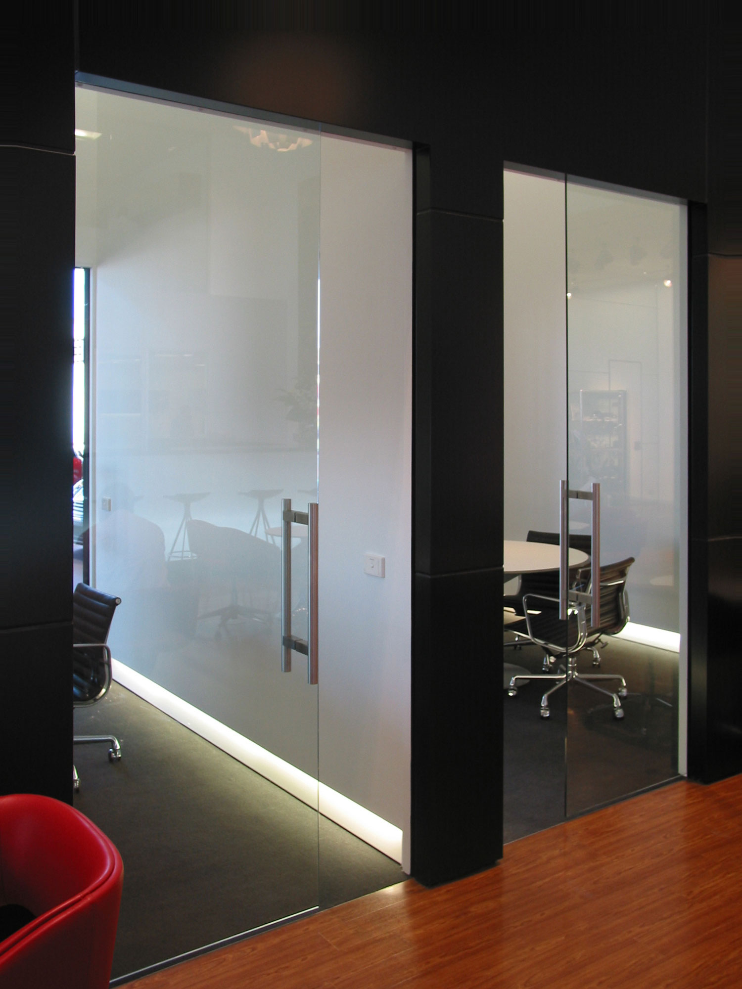 Frameless Glass with SquareStop detail