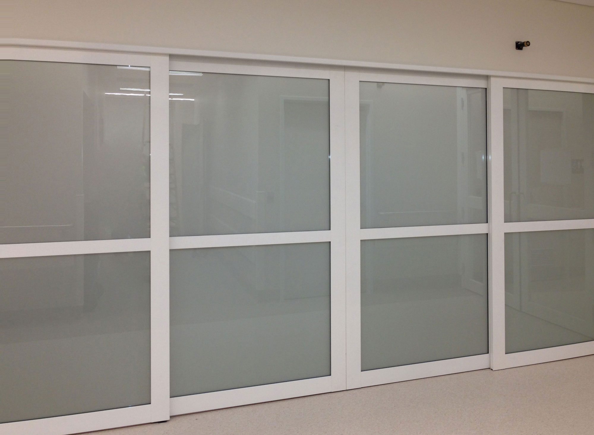ElecTrack with switchable glass